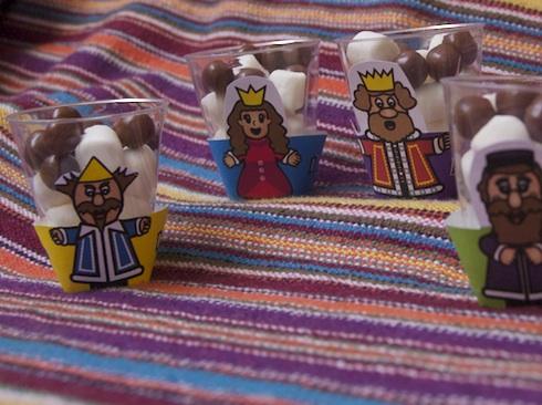 mini Purim cupcake wrappers via Birkat Chaverim