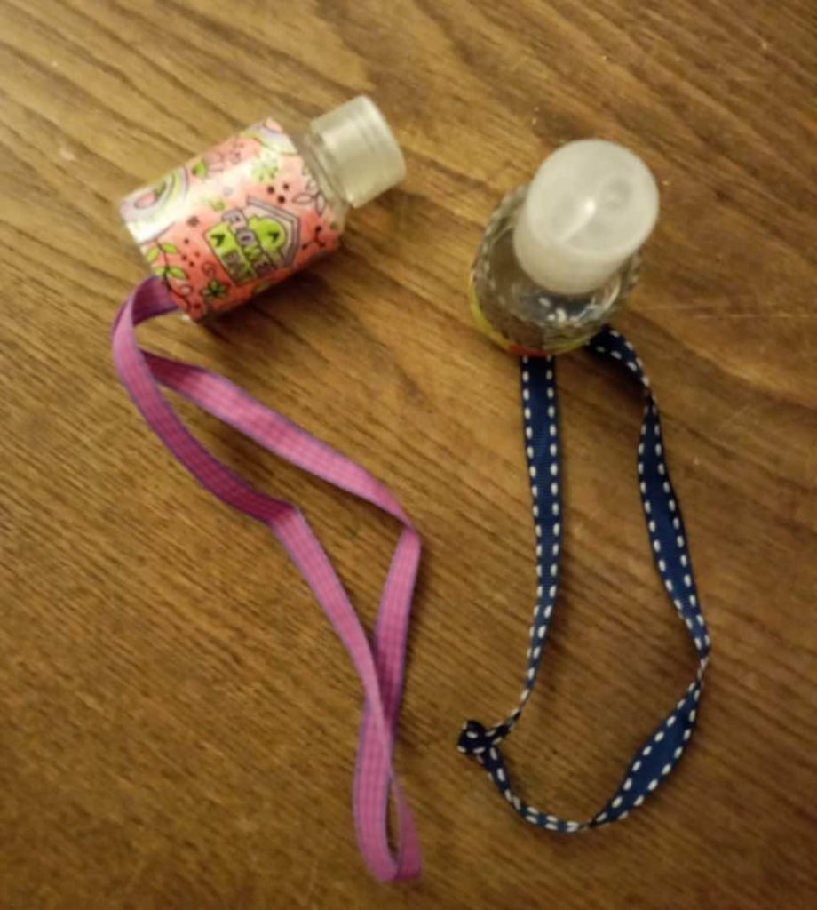 DIY alcogel hangers to hang from your bag using ribbon and washi tape